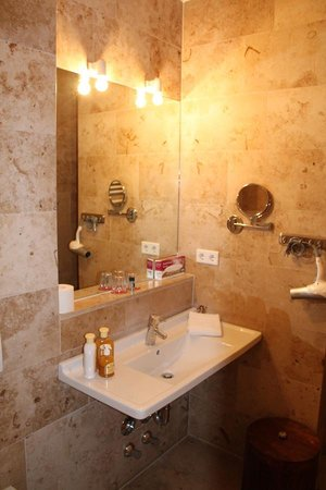 Country Manor Orphee: Bathroom , if You care