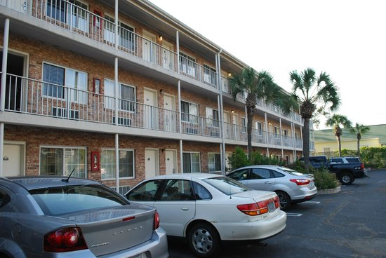 Days Inn Pensacola - Historic Downtown: facciata blocco camere