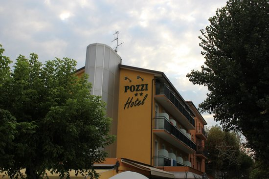 Albergo Ristorante Pozzi : Esterno dell'hotel ristorante