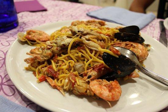 Albergo Ristorante Pozzi : Pasta fresca fatta a mano con frutti di mare