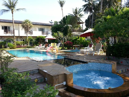 Krabi Tropical Beach Resort: Pool and resort