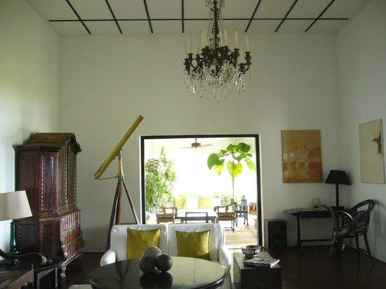 Lunuganga: アンティークとスリランカのアーティストの作品が調和してます