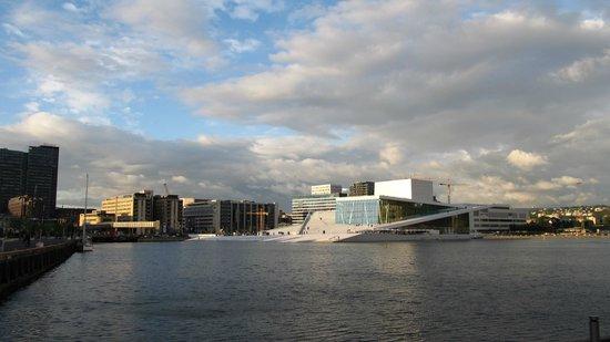 The Norwegian National Opera & Ballet : Fjord mit Opernhaus