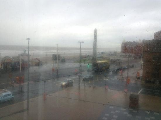 Ibis Styles Blackpool: Sea view, shame about the weather but lovely to see the sea when i woke up.