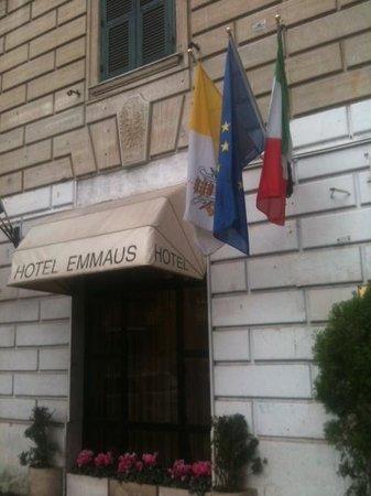 Emmaus: facciata esterna