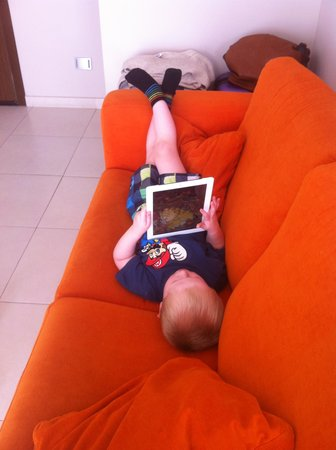 Las Villas de Amadores: Great sofa to chill out for a small boy <3