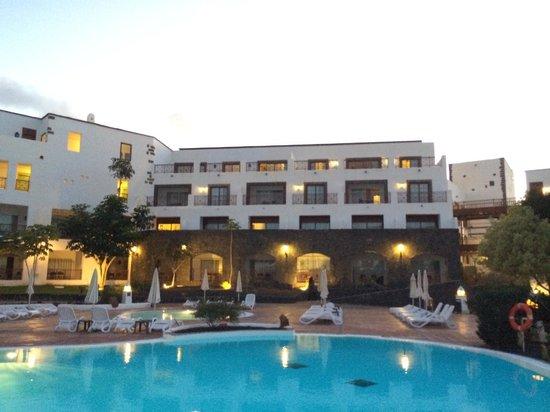 Gran Castillo Tagoro Family & Fun Playa Blanca: Main pool area in the evening