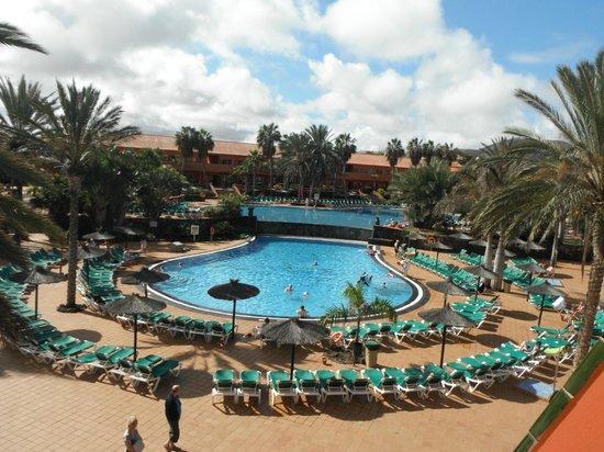 Oasis Village: Vu des deux piscines
