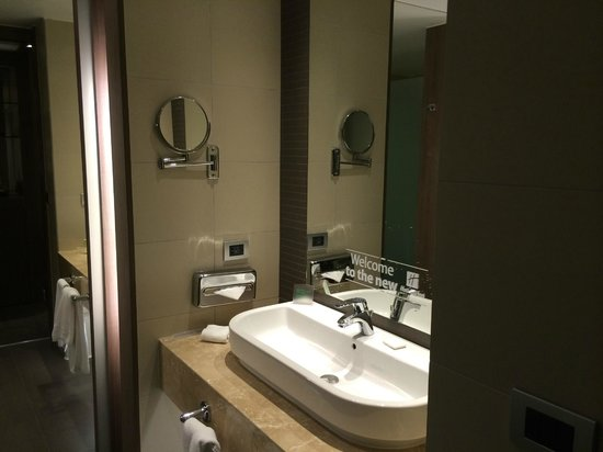 Holiday Inn Santiago Airport: baño