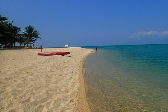 W Retreat Koh Samui : less crowded, nice view beach but be careful of sharp coral. Swim shoes , towels will be provide