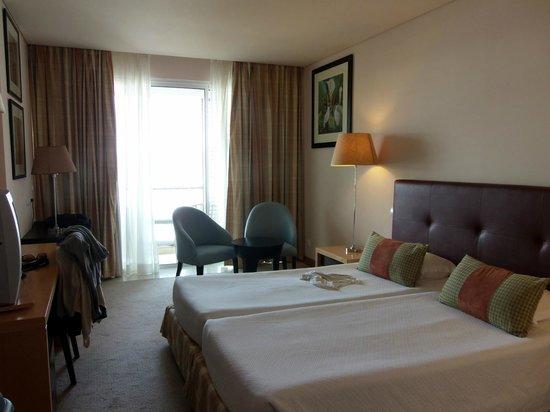Royal Garden Hotel: Quarto.