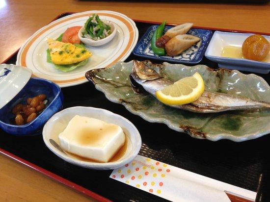 TAMAKI RYOKAN: 老闆親手預備的早飯,好好吃啊~