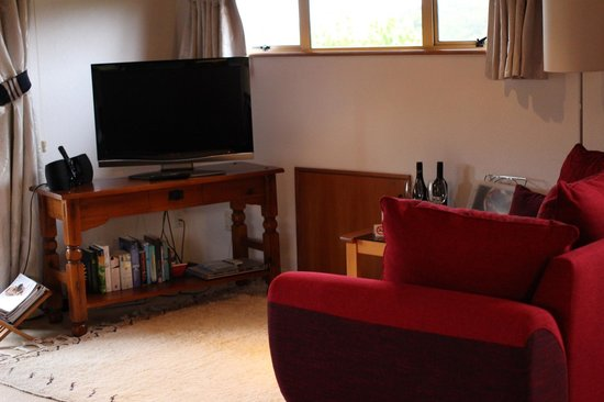 Chalet Romantica: Sofa and TV area