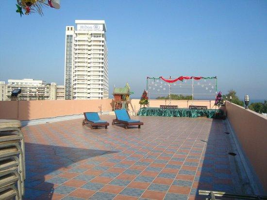 Thipurai City Hotel: Soleplassen på taket