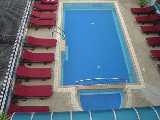 Thipurai City Hotel: Bassengområdet