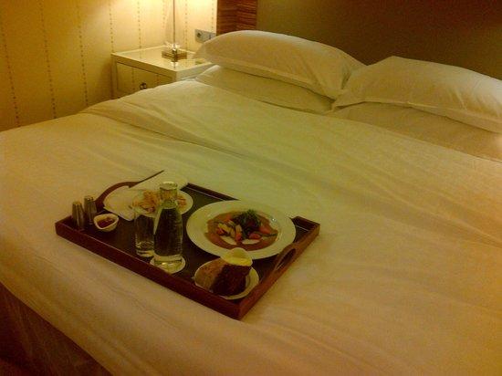 Sheraton Stockholm Hotel: King size bed