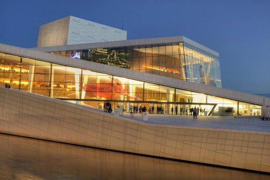 The Norwegian National Opera & Ballet : Oslo. Den Norske Opera & Ballett.