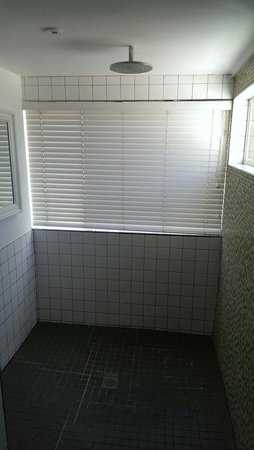 Blackheath Lodge: Huge shower in room 12.