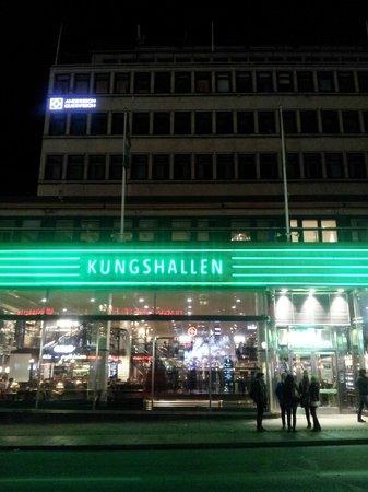 Scandic Klara: Kungsgrillen med alle sine restauranter der man kan velge og vrake nydelig mat.