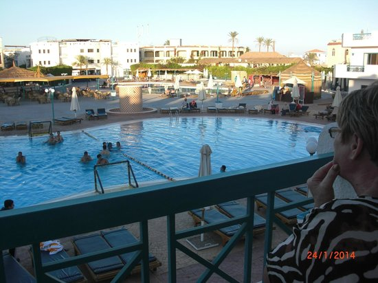 Sharm Cliff Resort: view of heated pool from room