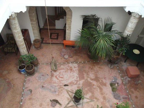 Lalla Mira Hotel-Restaurant-Hammam : terrasse au rez de chaussée