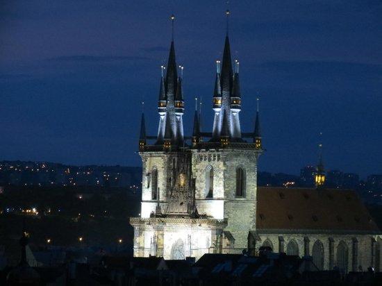 Design Metropol Hotel Prague: Вечерний вид с крыши