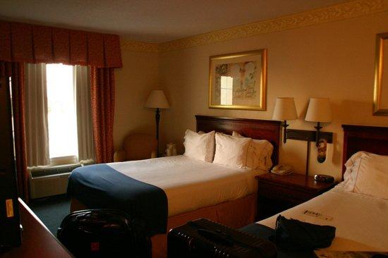 Holiday Inn Express Destin E - Commons Mall Area : Bedroom BEFORE renovation