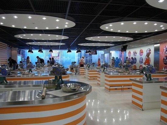 CUPNOODLES MUSEUM OSAKA IKEDA : チキンラーメン手作り体験会場
