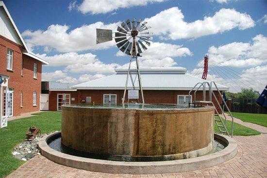 Protea Hotel by Marriott Kimberley: Swimming Pool