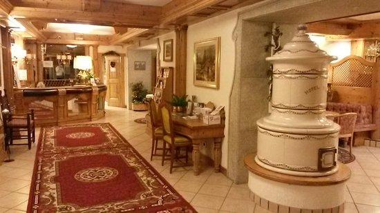 Alpen Hotel Vidi: Hall