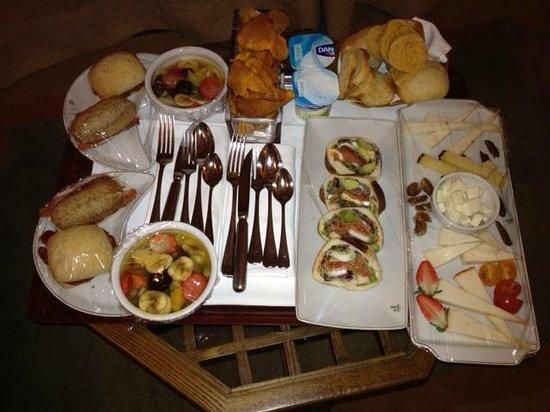 Cena fria en la habitacion fotograf a de hotel parador de for Cena fria para amigos