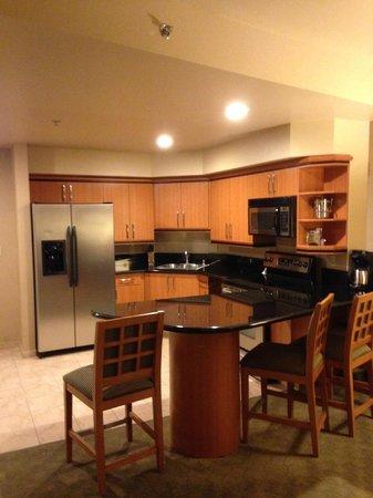 Platinum Hotel and Spa : kitchen - wish my own kitchen was this nice