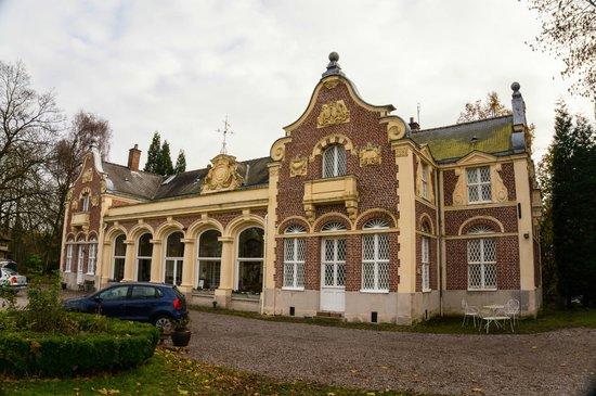 Le Château des Ormes : Vue sur le château