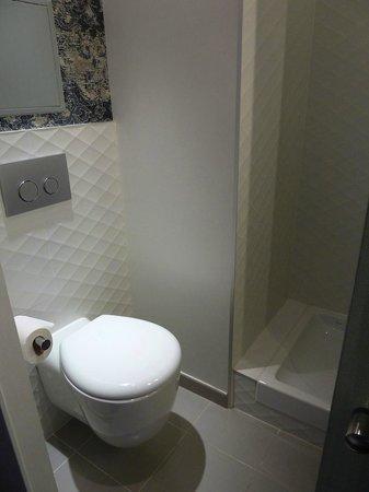 BEST WESTERN PREMIER Le Swann : Salle de bains