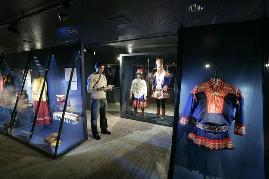 Arktikum: Sami costumes at the Northern Ways exhibition