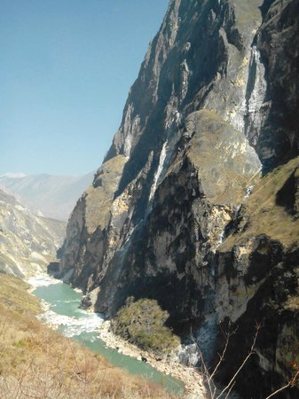 Tiger Leaping Gorge (Hutiao Xia): Continue towards Woody's via the Sunny Road (10y)