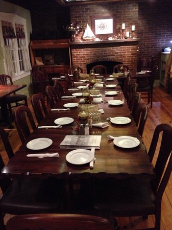 Bradden's Restaurant: Back room for party of 16+