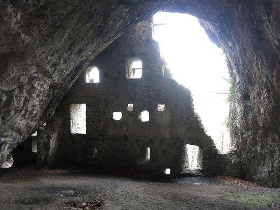 Ruine Höhlenburg Wichenstein