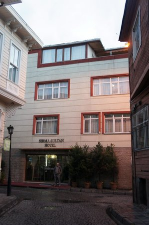 Sirma Sultan Hotel Istanbul: outside of hotel