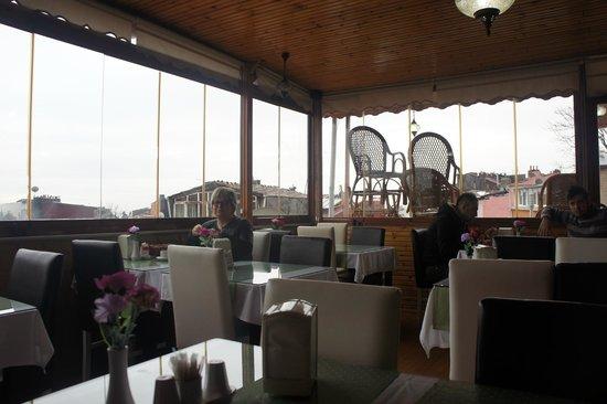 Sirma Sultan Hotel Istanbul: Terrace Breakfast