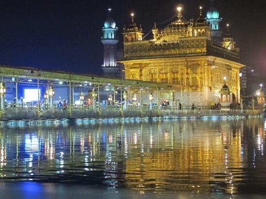 Hyatt Amritsar : Golden Temple by night using hotel shuttle.