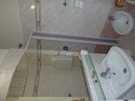 Britannia Hotel: Bagno camera singola