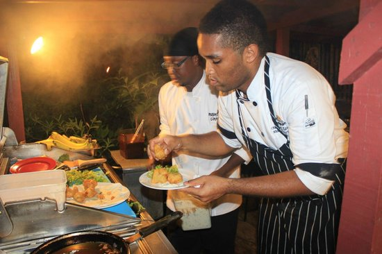 Mount Cinnamon Resort & Beach Club : Chef Andrew Working His Magic