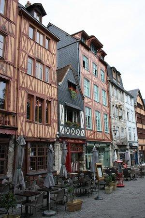 Auberge St-Maclou: Exterior