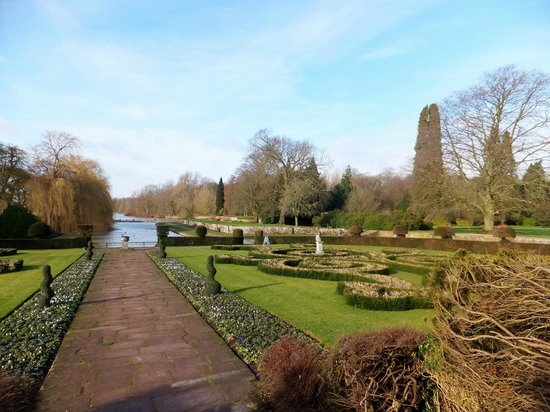 Coombe Abbey Hotel: Formal gardens