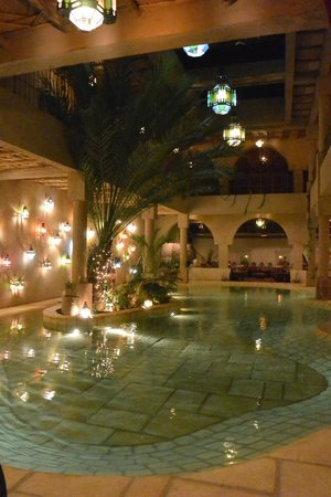 La Kasbah des sables : The fountain in the restaurant