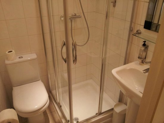 Kensington West Hotel: Salle de bain
