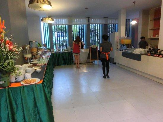 Aree Tara Resort: 朝食は2階 品揃えは豊富