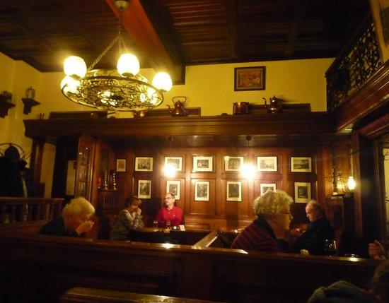 Zum goldenen Einhorn: salle du restaurant