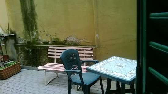Hotel Alinari: terrazzino....fortuna pioveva semrpe